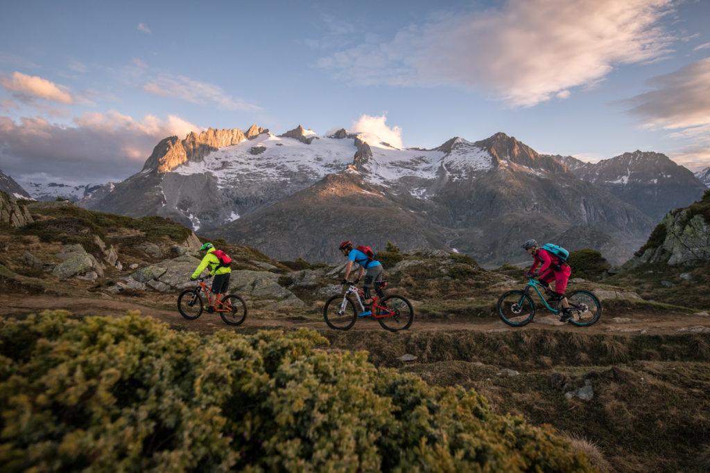 Trage den Spirit des Stoneman Glaciara, des Fünf-Sterne-Mountainbike-Erlebnisses in der Schweiz, immer bei Dir