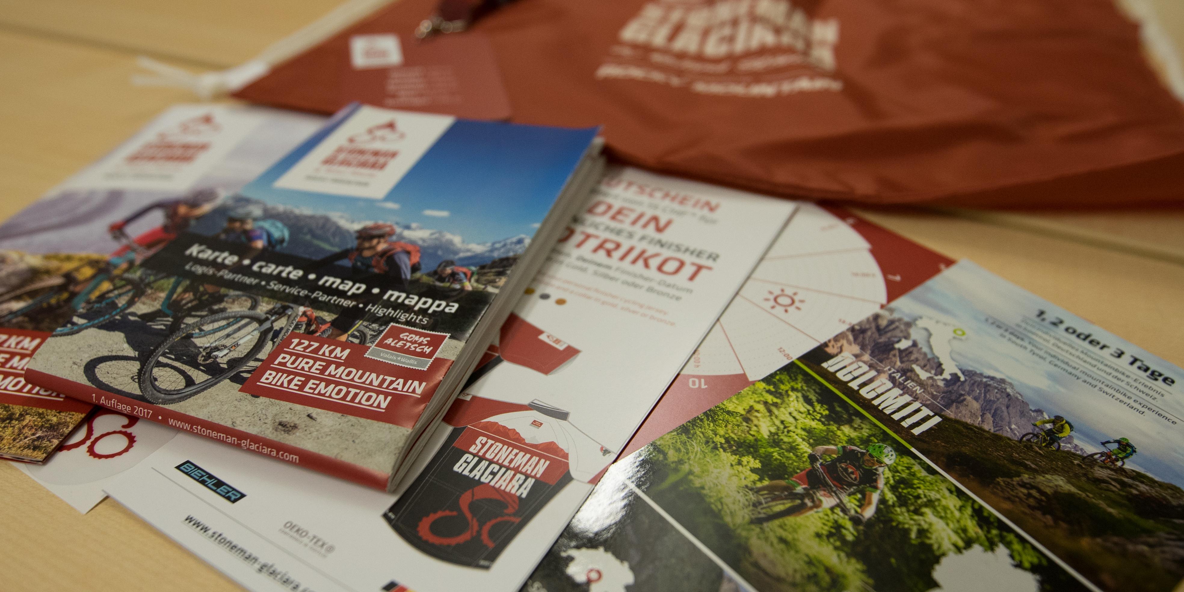 Teile des Inhalts des Stoneman Glaciara-Starterpakets Trophy Basic beim Fünf-Sterne-Mountainbike-Erlebnis in der Schweiz.